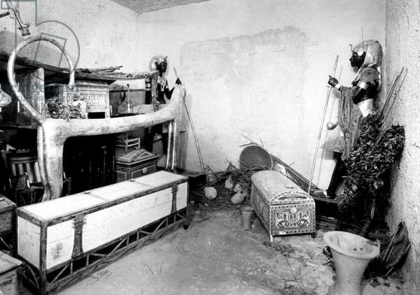 Discovery of the tomb of pharaoh Tutankhamun in the Valley of the Kings (Egypt) : the antechamber, 1923, photo by Harry Burton (p0007)