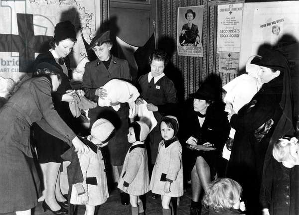 French Red Cross in Melun (France) in 1945 : giving of clothes to children