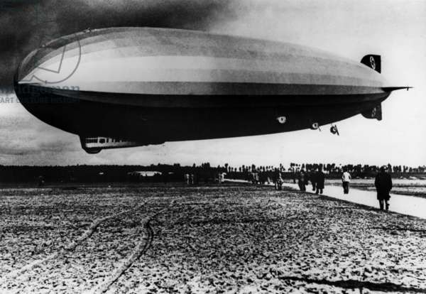 The Graf Zeppelin (LZ 127), german dirigible lauched on september 18, 1928, it was the 1st dirigible to make a world tour, here over Sevilla (Spain) in 1930