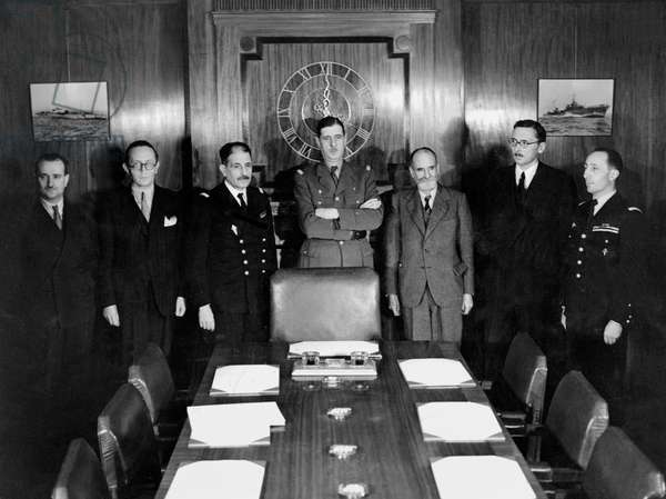 Session of French national committee in London : l-r Maurice Dejean, Andre Diethelm, Admiral Muselier, General Charles de Gaulle, Rene Cassin, General Valin