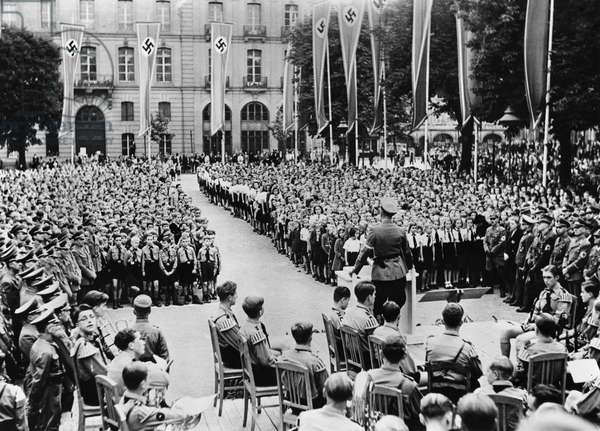 Speech by Hitler in Strasbourg, Place du Chateau in 1943 before the Hitlerjugend