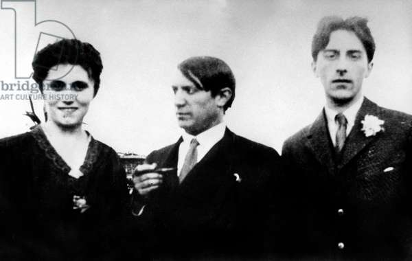Russian dancer Olga Kokhlova with Pablo Picasso in Rome, March or April 1917 (b/w photo)