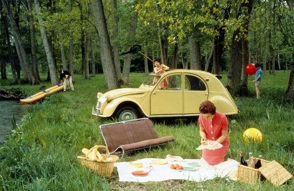picnic with a 2 CV convertibla car Citroen, c. 1963