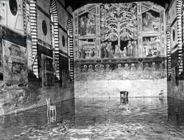 Floods in Florence, Italy, november 4, 1966 : Santa Croca church