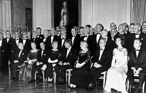 American president John Kennedy and his wife Jackie pose with Nobel prize winners at the White House in Washington april 29, 1962 before a dinner honoring recipients of the coveted award from the western Hemisphere ; front row l-r Dr Georg von Bekesy (Harvard University), Pearl Buck (Mrs Richard Walsh) (Perkasie Pennsylvanie), Dr Rudolf L. Mossbauer (California Institute of technology), Mrs Ernest Hemingway (widow of prizewinner, Carolina), Dr Malvin Calvin (University of California), Mrs Kennedy and Dr Robert Hofstadter (Stanford University)