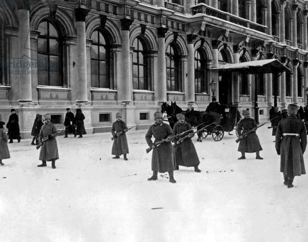 soldiers in front of the Winter Palace in Petrograd during the russian revolution 1917