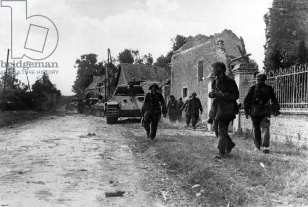 american soldiers moving forward southwest of Avranches, Normandy, France c.july-august 1944