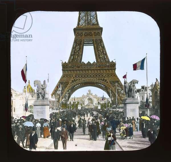 Paris Exposition: Pont d'Jena toward the Chateau of Water, 1900 (lantern slide)
