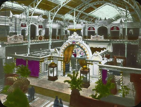 Interior of the United States Pavilion, Paris Exposition, 1900 (lantern slide)