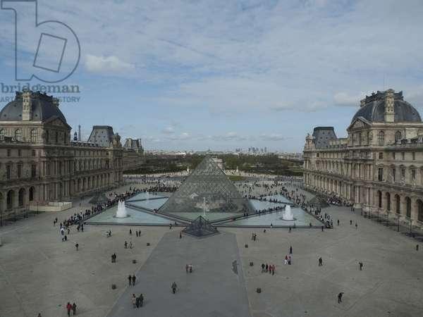Le Louvre à Paris Grand Louvre - Rue de Rivoli et quai des Tuileries - Paris 1er - Ieoh Ming Pei in association with Michel Macary and Jean-Michel Wilmotte - 1983-2001 -