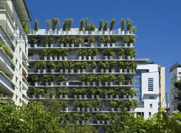Social housing, the Tower Flower in Les jardins de Saussure in Paris. Architect Edouard Francois, vegetable wall: Patrick Blanc. Completion: 2004. Photography 13/07/06.