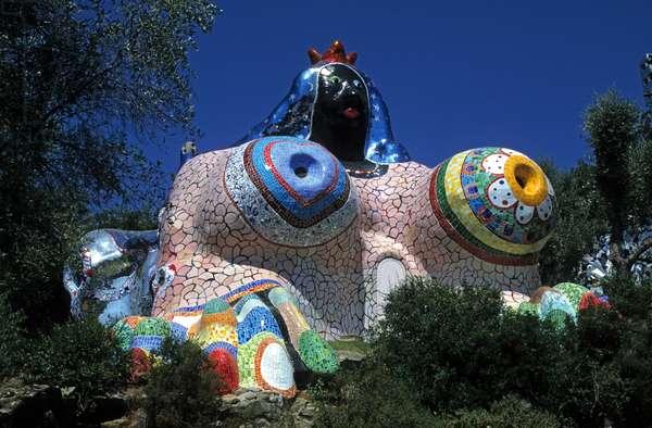 The Tarot Garden in Italy. Sculpture by Niki de Saint-Phalle (Saint Phalle). Photographie 08/07/97, publiee in Mondes Imaginaires, editions Taschen, 1999.