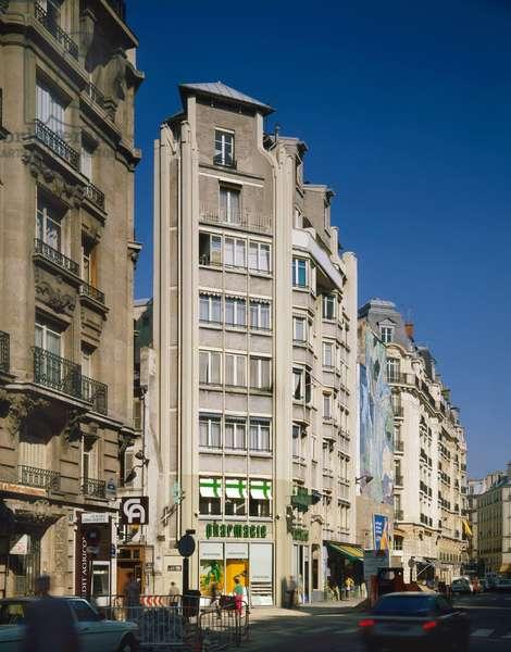 Corner building, rue de Bretagne, Paris 3rd arrondissement.