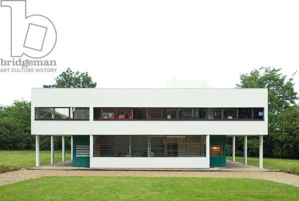 Villa Savoye, 82 rue de Villiers in Poissy (Les Yvelines). Architects Le Corbusier (1887-1965) and Pierre Jeanneret, construction 1928-1930. At the age of 40, Le Corbusier, in association with his cousin Pierre Jeanneret, began the construction of this villa Les Heures Claires at the request of Pierre Savoye, the fortune administrator of an insurance company, and his wife for their habitation.