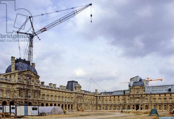 Construction of the Pyramid du Louvre in Paris. Architect Ieoh Ming Pei. Photography 10/11/85.