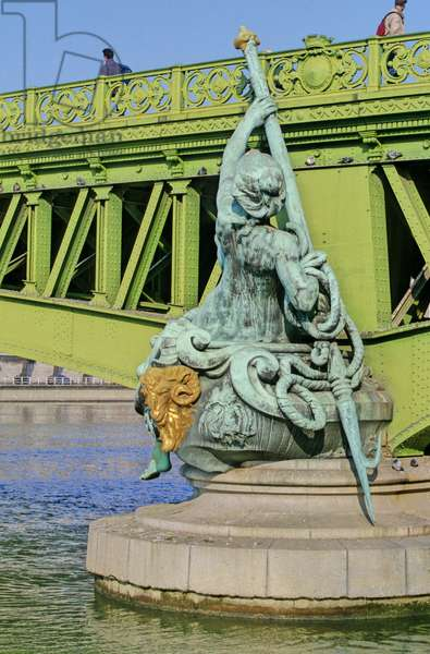 Allegorie du Pont Mirabeau in Paris 15th arrondissement. Ingenieur Paul Rabel (1848-1899), sculptures by Jean Antoine (Jean-Antoine) Injalbert (1845-1933). Construction 1895-1897. Both piles represent boats. The one near the right bank goes down the Seine, while the one on the left bank goes up. These boats are adorned with four allegorical statues The City of Paris (bow of the boat of the right bank), Navigation (stern), Abundance (bow of the boat of the left bank) and Commerce (stern). The four statues are surmounted, at the parapet level, by the coat of arms of the City of Paris.