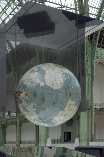 Coronelli's globe in the nave of the Grand Palais, avenue Winston Churchill in Paris 75008. Architect Charles Girault (1851-1932), 1900. Photography 17/09/05.
