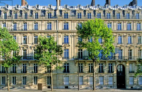 Building facade, Boulevard Haussmann, Paris 8th arrondissement.