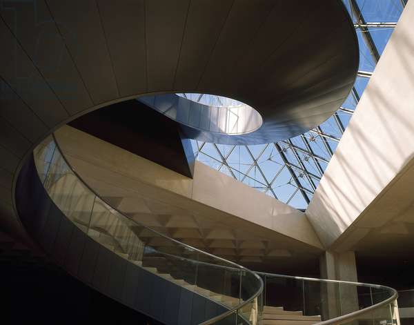 The Louvre Museum (Grand Louvre), Rue de Rivoli and Quai des Tuileries, Paris 75001. Architecture of Leoh Ming Pei in association with Michel Macary and Jean-Michel Wilmotte, between 1983-2001. Helicoidal staircase of the Pyramid of the Louvre