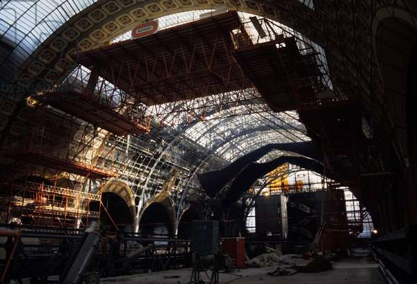 Construction site of the former station of Orsay rehabilitated as a museum hosting the national art collections from 1850 to 1914. Musee d'Orsay, 1 rue de Bellechasse, Paris 75007. Architects of rehabilitation: ACT Architecture and Gae Aulenti, 1980-1986. Former Gare d'Orsay, built by Victor Laloux and inaugurated for the Universal Exhibition in Paris on 14 July 1900. Saving from demolition, the former station became a museum for national art collections from 1850 to 1914.