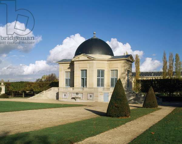 The pavilion of the Aurore of the Chateau de Sceaux (Hauts de Seine). Located in the garden behind the commons, it was built in the 17th century by Claude Perrault for Colbert. The dome painted by Le Brun represents the Aurora.