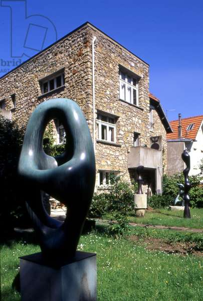 Plastic intervention by Sophie Taeuber Arp (1889-1943) in the garden of Jean Arp's house (1886-1966) in Clamart (Hauts de Seine), built in 1928, architect Sophie Taeuber.