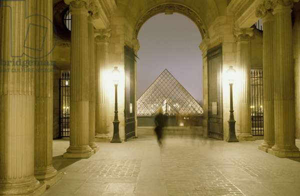 View of the Pyramid du Louvre in Paris Grand Louvre, Rue de Rivoli and quai des Tuileries, Paris 75001. Architecture of Ieoh Ming Pei in association with Michel Macary and Jean-Michel Wilmotte, 1983-2001. The Richelieu passage with at the bottom the pyramid of the Louvre. Photography 1999.