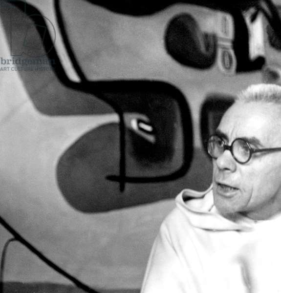 Portrait of the Pere Couturier (Marie Alain or Marie-Alain Couturier) in Le Corbusier's apartment in 1952 rue Nungesser et Coli in Paris (b/w photo)