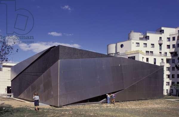 Gutenberg Library, ZAC Citroen, 8 rue de la Montagne d'Aulas, Paris 15. Architect Franck Hammoutene, 1988-1990.