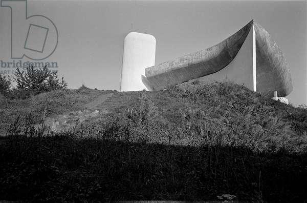 Notre Dame du Haut a Ronchamp (Haute Saone). Construction 1950-1955, architect Le Corbusier (1887-1965). Photograph 2004.