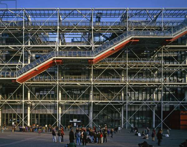 Le Centre Georges Pompidou, Place Georges Pompidou, Paris 75004. Architecture of Renzo Piano and Richard Rogers, 1971-1977. Photography 10/11/97