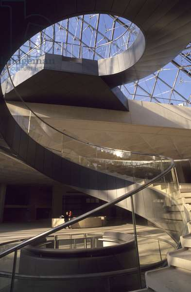 The staircase of the pyramid of the Louvre, Grand Louvre, Rue de Rivoli and quai des Tuileries, Paris 75001. Architecture of Leoh Ming Pei in association with Michel Macary and Jean-Michel Wilmotte, 1983-2001. Helicoidal staircase of the Pyramid of the Louvre