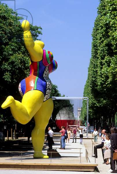 """Nana Jaune by Niki de Saint-Phalle (Saint Phalle) (1930-2002). Exhibition of 20th century sculptures, entitled """"The Champs de la sculpture"""", from the roundabout of the Champs Elysees to the Concorde, from April 11 to June 9, 1996. Photography 1996."""