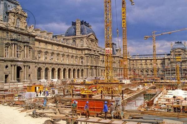 Construction of the Pyramid du Louvre in Paris. Architect Ieoh Ming Pei. Photography 10/08/85.