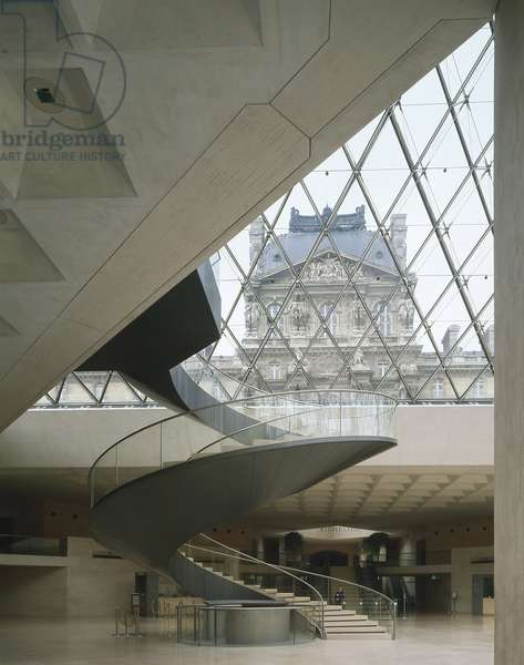 The Louvre Museum (Grand Louvre), Rue de Rivoli and Quai des Tuileries, Paris 75001. Architecture of Ieoh Ming Pei in association with Michel Macary and Jean-Michel Wilmotte, between 1983-2001. In 1981, Francois Mitterrand commissioned Ieoh Ming Pei to arrange the Grand Louvre. In particular, it was a matter of altering the spaces that Napoleon III had built for the ministries and which had been occupied by the Ministry of Finance at that time. Hall Napoleon under the pyramid of the Louvre