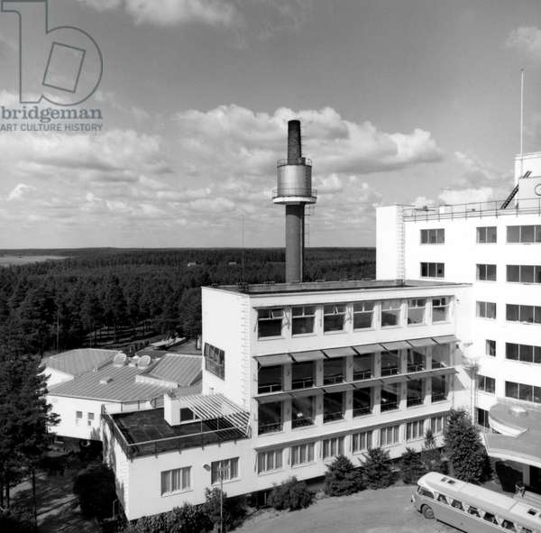 Sanatorium a Paimio in Finland, designed by Alvar Aalto, 1930-33 (b/w photo)