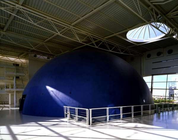 The interior of ENSMA (Ecole Nationale Superieure de Mecanique et d'Aerotechnique) Teleport 2, 1 avenue Clement Ader, Futuroscope, Chasseneuil du Poitou (Vienne, region Poitou Charentes). Architect DMT Architects, 1993.