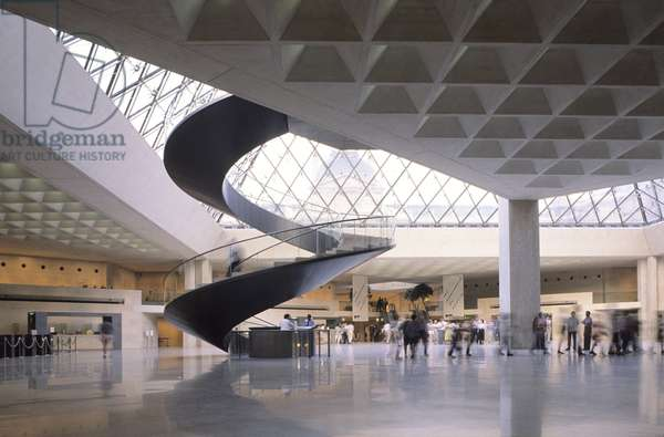 The Napoleon Hall of the Louvre Pyramid, Grand Louvre, Rue de Rivoli and Quai des Tuileries, Paris 75001. Architecture of Ieoh Ming Pei in association with Michel Macary and Jean-Michel Wilmotte, 1983-2001. Napoleon Hall of the Louvre Pyramid