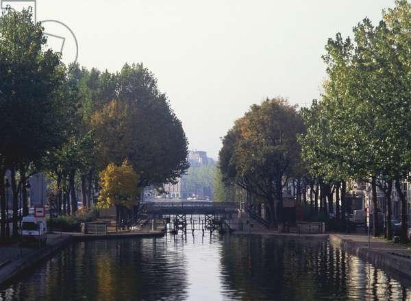 Canal Saint Martin lock in Paris 10th.