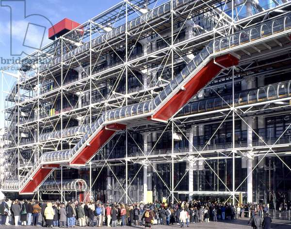 Le Centre Georges Pompidou, Place Georges Pompidou, Paris 75004. Architecture of Renzo Piano and Richard Rogers, 1971-1977. Photography 10/01/00