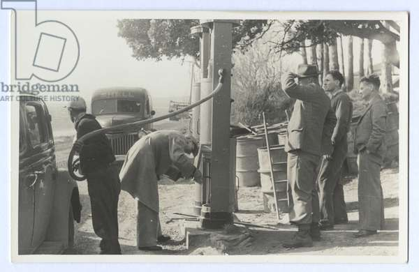 Bert Baker's garage, Opononi, 1948/49 (gelatin silver print)