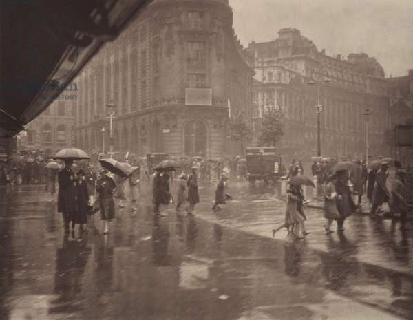 One of London's wet days, 1920s (b/w photo)