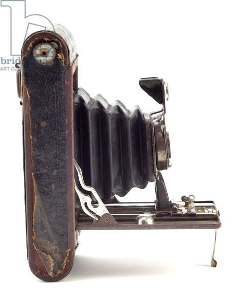 Folding camera, Eastman Kodak Company, 1900s (wood, metal, leather & glass)