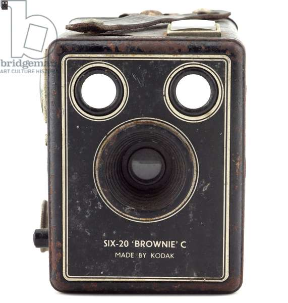 Box camera, Eastman Kodak Company, 1900s (wood, metal, leather & glass) (see also 742424)