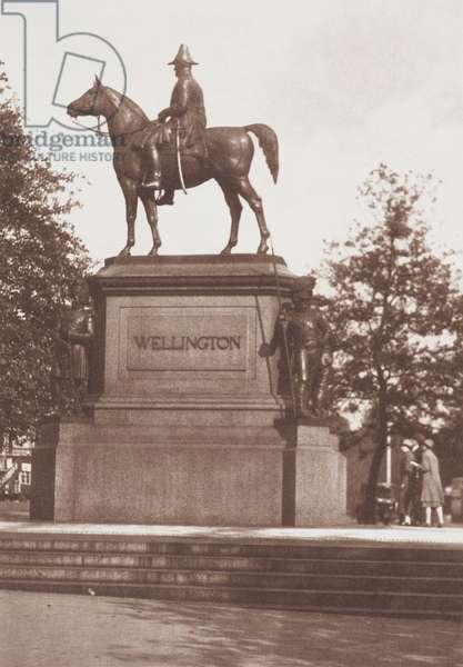 Wellington's Statue, 1920s (b/w photo)