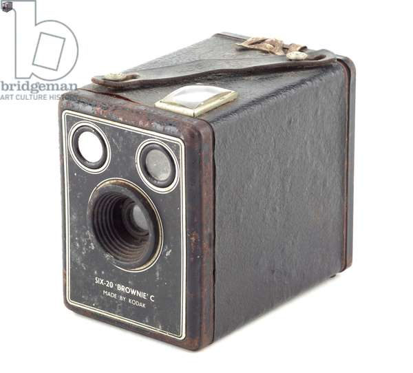 Box camera, Eastman Kodak Company, 1900s (wood, metal, leather & glass) (see also 742423)