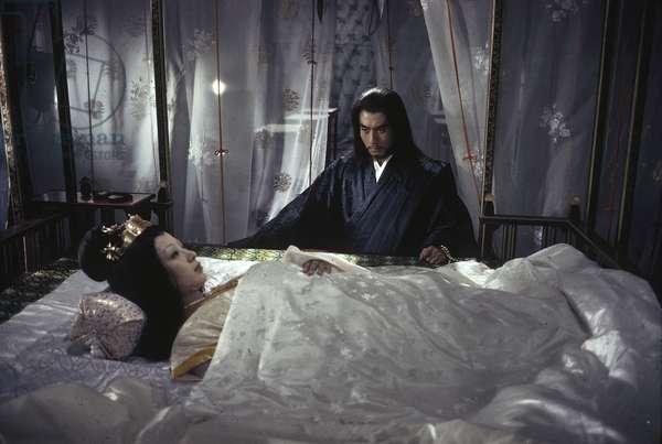 Raizô Ichikawa and Miyako Endo filming a scene from the film 'Yôsô', Japan, 1963 (photo)