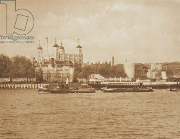 The Tower of London, 1920s (b/w photo)