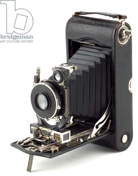 Camera, Eastman Kodak Company, 1900s (metal, leather & glass)