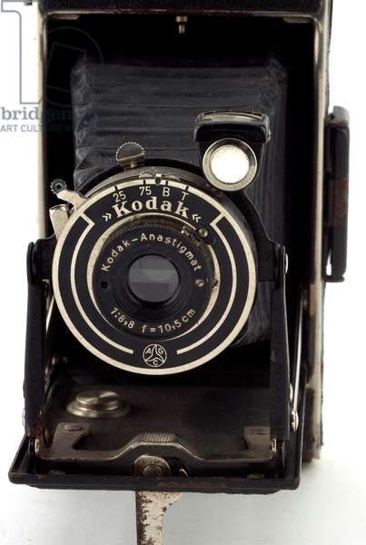Camera, Eastman Kodak Company, c.1940 (metal, leather & glass)